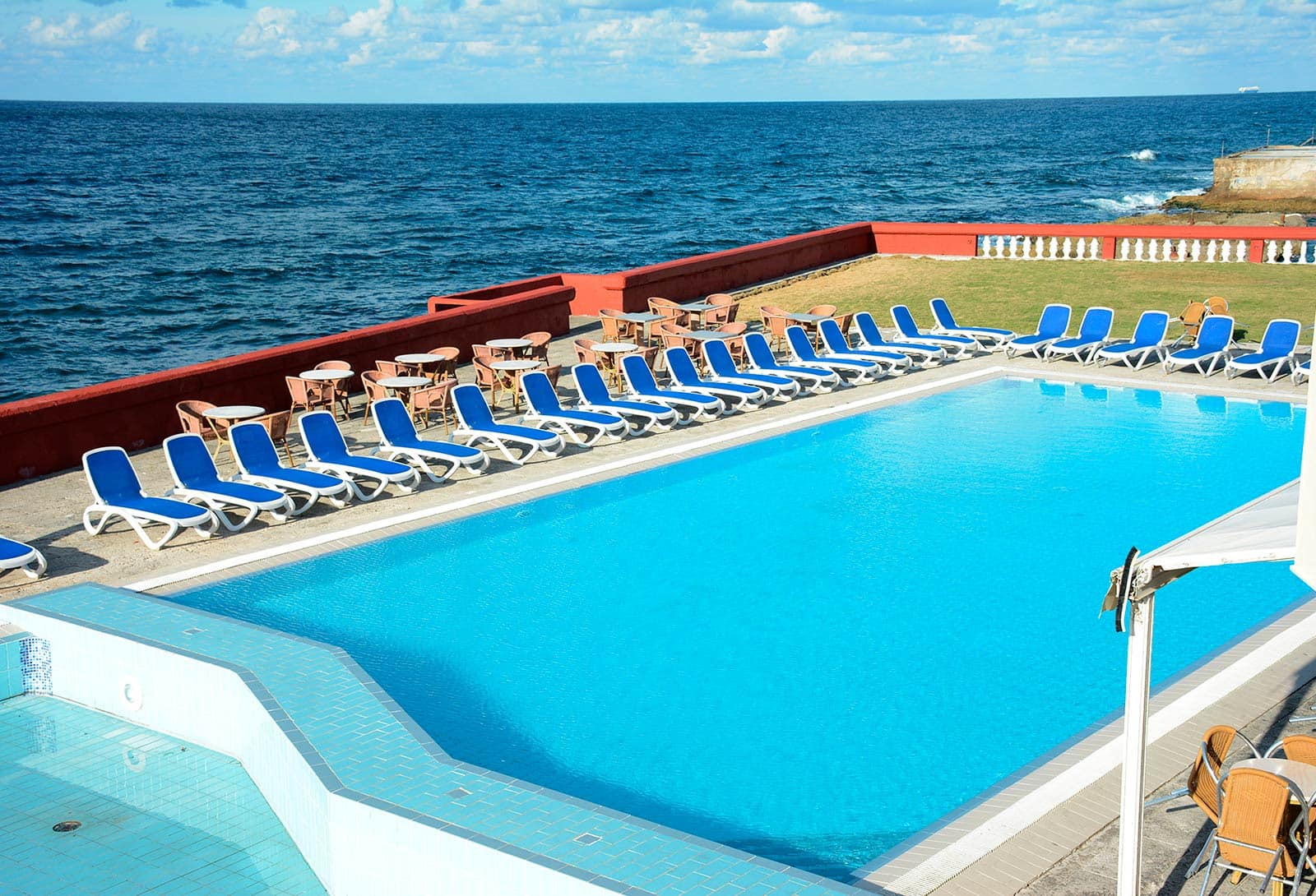 Swimming pool hotel Chateau Miramar by Be Live