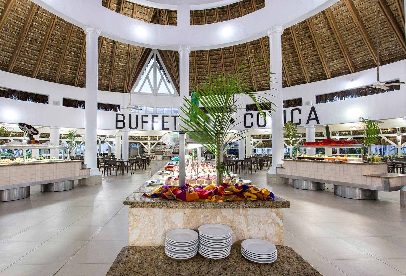 Buffet, Be Live Experience Hamaca Beach